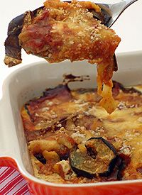 Aubergine Bake with Roast Pepper Sauce recipe Baked Peppers, Roasted Peppers, Best Vegetarian Recipes, Vegetarian Options, Sauce Recipes, Baking Recipes, Gratin Dish, South African Recipes, Healthy Family Meals
