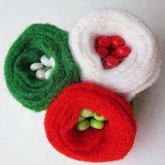 Március 15.: különleges kokárdák, magyar kézművesektől Felt Crafts, Easter Crafts, Baba Marta, Tissue Paper Flowers, Textiles, Felt Art, Baby Shoes, Projects To Try, Crochet