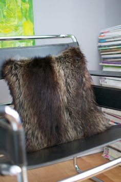 Real Handmade Recycle Fur Decorative Cushion by LeBastard on Etsy Fur Pillow, Fur Throw Pillows, Diy Pillows, Fur Carpet, Rugs On Carpet, Real Fur Vest, Fur Decor, Diy Cushion, Fur Bag