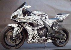 Sharpie Helmets - A permanent marker canvas Sharpie Artwork, Sharpie Paint, Ducati, Honda Sport Bikes, Motos Harley Davidson, Custom Sport Bikes, Black Sharpie, Bike Design, Motorcycle Design
