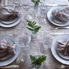 Kvällens dukning  #middagsdukning #linneservetter #setthetable #vackradukningar #nature #homestyling #nordiskehjem #tabledecor #inspiration #borddekking #stensöta #sommardukning #skandinaviskahem #skandinaviskehjem #ormbunke #styleonmytable #interiordesign #interior4all #tablescape #vintage #tablesetting #tablestyling #borddekking #tabledefete #prettytable #instagood  #myhousebeautiful #napkins #dagensservett