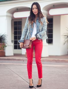 tweed-jacket-with-red-jeans-and-black-pumps