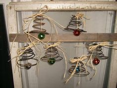 Here's one craft resource that I never even thought of…bed springs! - Old bed springs - amazing craft Primitive Christmas, Rustic Christmas, Winter Christmas, Vintage Christmas, Christmas Holidays, Christmas Decorations, Christmas Ornaments, Christmas Bells, Primitive Crafts