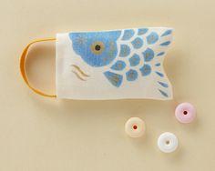 Carp-shaped little hemp bag, filled with sweets. Sei Nakagawa.