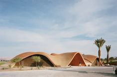 A dune-like concrete shell encases the Ayla Oasis golf clubhouse in Aqaba, which Oppenheim Architecture designed to blend in with the Jordanian desert. Architecture Design, Parametric Architecture, Organic Architecture, Dubai Architecture, Building Architecture, Casas Club, Clubhouse Design, Golf Academy, Sport Hall