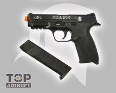 Pistola spring airsoft M&P40 com slide em metal. Utilizada por muitos policiais da América do Norte. Possui peso semelhante a arma real (desmuniciada). para mais informações acesse http://ift.tt/24b5pbb #follow #TopAirsoft #SaoPaulo #Brasil #airsoft #airsofter #airsoftbr #milsim #diversao #aegs #pistola #taurus #beretta #glock #instagood #amazing #followme #policia #militar #pmsp #pmrj #xbox #gun #armasdefogo #armas #games #paintball by topairsoft