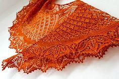 Dancing Butterflies shawl is a crescent-shape shawl based on a german doily Modell 01 Decke mit Blatt-Spirale.