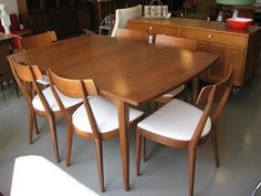Dining table and chairs - love!