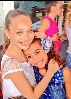 Maddie and Asia from the show Dance Moms. Maddie looks so gorgeous in this photo… - Asia Abby Lee, Maddie Ziegler, Asia Ray, Asia Monet Ray, Dance Moms Girls, Show Dance, She Girl, Dance Company, I Love Girls