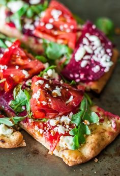 We're totally loving thisBalsamic Veggie Flatbread Pizza!