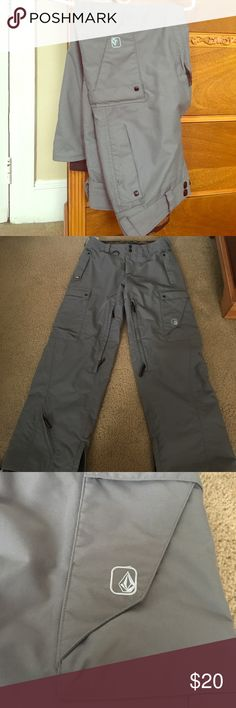 Gray Volcom Nimbus snowboard pants Dove gray women's Volcom Nimbus snowboard pants, size XS. Bought about 12 years ago but only worn once or twice and kept in a closet since. Excellent condition, look brand new. I was in my early 20s then, and will probably never wear an XS again, nor will I be snowboarding! Make an offer! Volcom Pants