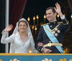 Galería de imágenes - Foto 2 - El primer beso de don Felipe y doña Letizia en el balcón del Palacio Real
