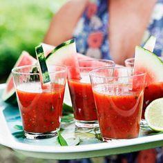 Gazpacho - recept på 8 somriga varianter | ICA Hälsa Gazpacho Recept, Cantaloupe, Smoothies, Chili, Lunch, Fruit, Food, Cilantro, Red Peppers