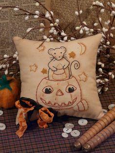 Halloween Mouse and Pumpkin Stitchery E Pattern by Hudsonsholidays, $6.99