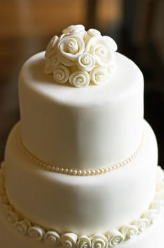 This was only my 2nd 3 tier wedding cake – loved the simplicity if it, sometime less is more!