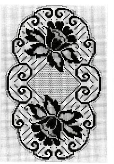 This Pin was discovered by Sul Filet Crochet Charts, Crochet Motif, Crochet Designs, Crochet Doilies, Doily Patterns, Embroidery Patterns, Crochet Patterns, Crochet Table Runner, Crochet Tablecloth