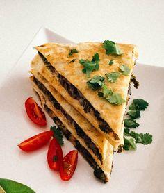 Black bean & kale quesadillas | http://seefoodplay.com?utm_content=buffer33621&utm_medium=social&utm_source=pinterest.com&utm_campaign=buffer