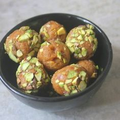 Healthy coconut jaggery balls which not only taste amazing but is super delicious as well. This balls taste so yummy. Diwali Recipes, Sweets Recipes, Coconut Barfi Recipe, Diwali Food, Balls Recipe, Non Stick Pan, Easy Meals, Vegetables, Cooking