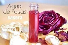 Aprende a hacer agua de rosas casera sin ningún utensilio complicado. Yo la he hecho con las rosas plantadas en la casa de mi abuela.
