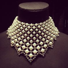 The most beautiful jewellery on display at the V&A Museum's Pearls exhibit #Beads #Pearls #Weave #Crystal #Necklace