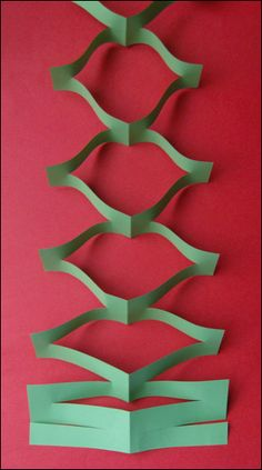 Christmas garland making a Christmas garland - New Deko Sites Diy Christmas Garland, Christmas Origami, Christmas Paper Crafts, Christmas Decorations, Noel Christmas, Diy Birthday Decorations, Paper Decorations, Paper Garlands, How To Make Garland