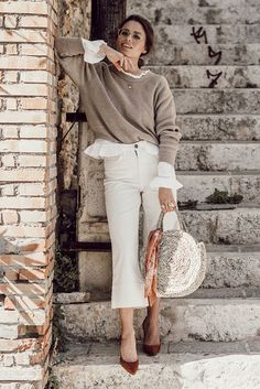 Beige sweater, white ruffle sleeve blouse, white crop flare jeans, brown suede h. Outfits Jeans, Flare Jeans Outfit, Lässigen Jeans, Outfits Casual, Cute Outfits, Beautiful Outfits, Casual Jeans, Denim Pants, Beige Pullover