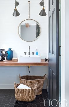 Designer Darci Hether lends her clean-lined aesthetic to a classic Hamptons home.