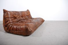Togo Sofa 3 seater brown leather designed by Michel Ducaroy for Ligne Roset Leather Furniture, Sofa Furniture, Modern Furniture, Furniture Design, Vintage Leather Sofa, Leather Seats, Scandinavian Furniture, Modern Sofa, Ligne Roset