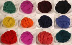 Ein Wollfilz Set mit 12 unterschiedlichen Farben. Das Filzvlies ist aus mittelfeiner österreichischer Schafwolle hergestellt. Es ist in ca. 8 cm breiten Bändern konfektioniert. Von den Kardenbändern kann man leicht Strickgarn herstellen... Band, Sheep, Colors, Sash, Bands