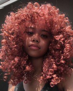 Para since cacheadas at the crespas, dormir sem desmanchar os in this handset cachos parece Dyed Curly Hair, Dyed Natural Hair, Dye My Hair, Natural Hair Styles, Colored Curly Hair, Big Curly Hair, Baddie Hairstyles, Curled Hairstyles, Pretty Hairstyles