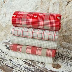 5 fat Quarter tissu Bundle - doux rouge tissé coeurs et vérifie - 100 % coton - valentine métier patchwork banderoles fabrication jouet poupée à piquer