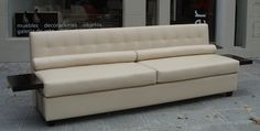 Sofá con bandejas Couch, Furniture, Home Decor, Classic Furniture, Custom Furniture, Trays, Couches, Yurts, Projects