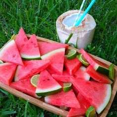 Watermelon is AMAZING for 'next-day muscle soreness'. It is rich in an amino acid call. Food N, Watermelon, Healthy Lifestyle, Healthy Eating, Healthy Food, Vegan Recipes, Yummy Food, Nutrition, Fruit