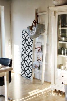 Aus einer alten Leiter ohne handwerkliches Geschick dekorative Regale machen. Auf We Heart Home zeigen wir euch, was man aus Krempel macht.