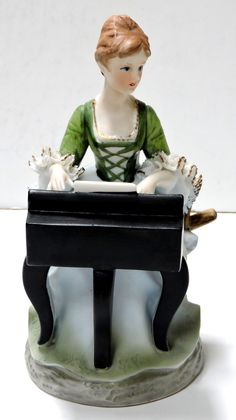 Vintage Porcelain Musical Figurine. Lady Playing the Piano,Plays Love Story (Where Do I Begin),Made in Japan,FREE SHIPPING Music Boxes, Vintage Music, Plays, Love Story, Snow Globes, Musicals, Porcelain, Japan, Free Shipping