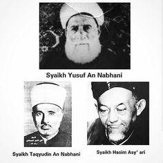 . .  DUA SANTRI SATU TUJUAN  Inilah persamaan dan perbedaan Syekh Taqiyudin An Nabhani (pendiri HT) dan Syekh Hasyim Asy'ari (pendiri NU)  PERSAMAAN :  1. Keduanya murid Syekh Yusuf An Nabhani ( kakek dari Syekh Taqiyudin An Nabhani)  2. Keduanya hidup pada masa penjajahan KAPITALIS.  3. Keduanya berjuang menegakkan Syariat Islam.  PERBEDAAN:  1. Syekh Hasyim Asy' ari menempuh jalan Jihad untuk mengusir penjajah dengan Resolusi Jihad beliau yang fenomenal tersebut.  2. Syekh Taqiyudin An…