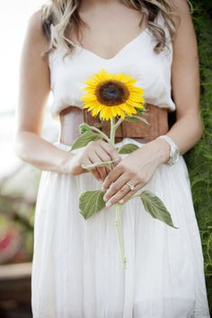 Solar Power Yellow Wedding Color Trends… Photo Credit Let the sun shine and the sunflowers bloom with this golden tone of Solar Power. This wedding color trend is perfect for late … Single Flower Bouquet, Flower Bouquet Wedding, Wedding Looks, Fall Wedding, Wedding Bride, Rustic Wedding, Geek Wedding, Boho Wedding, Dream Wedding