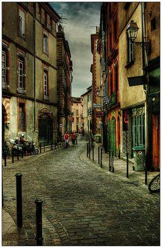 Toulouse, (Rue Peyroliére), ma ville... C'est autre chose que la Picardie et c'est loin d'Amiens, ville triste.