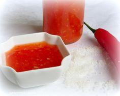 Eine wunderbare süß-scharfe Chilisoße die auf keiner Grillparty fehlen darf. Sie passt hervorragend zu Frühlingsrollen, gebackener Hähnc...