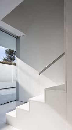 Modern Stairs // Minimal mantra atrium house in Spain by Fran Silvestre architects