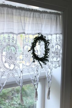 ao with / crochet home Crochet Curtains, Lace Curtains, Curtains With Blinds, Vintage Curtains, Sheer Drapes, Valances, Window Curtains, Cottage Living, Cottage Style