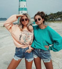 33 Ideas sweatshirt outfit lazy life for 2019 Cute Friend Pictures, Friend Photos, Cute Photos, Friend Picture Poses, Shooting Photo Amis, Best Friend Fotos, Summer Outfits, Cute Outfits, Cute Friends