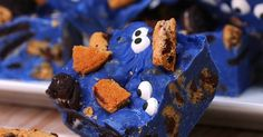 Cookie Monster Fudge Is a Fun Halloween Treat These are adorable!!!!