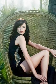 Eva Green is a French actress and model known for The Dreamers, Camelot, Dark Shadows, Casino Royale, Sin City and as Vanessa Ives in Penny Dreadful. Bond Girls, Actress Eva Green, Star Francaise, Greg Williams, Green News, Sophie Marceau, Actrices Hollywood, French Actress, Beautiful Actresses