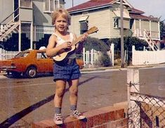 Keith Urban growing up in Australia...Oh be still my beating heart!