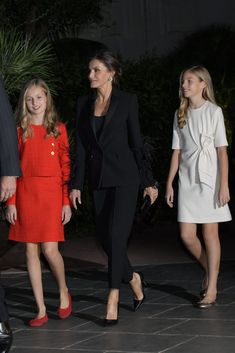 Spanish RF: Princess Leonor and Infanta Sofia attend the Princess of Girona Awards Princess Letizia, Queen Letizia, Royal Fashion, Girl Fashion, New York Socialites, Playsuit Dress, Estilo Real, Spanish Royal Family, Indian Girls Images