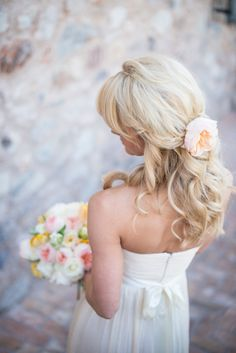 Blonde wavy hair with a single flower: http://www.stylemepretty.com/2014/09/10/intimate-tuscan-inspired-desert-wedding-at-the-silverleaf-club/ | Photography: Charity Maurer - http://www.charitymaurer.com/