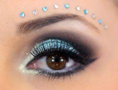03-maquiagem azul para o carnaval com muito brilho e glamour Glitter Carnaval, Make Carnaval, Makeup Art, Eye Makeup, Hair Makeup, Glitter No Rosto, Glitter Face Paint, Pink Glitter, Face Rhinestones