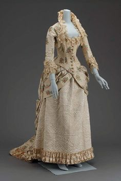 dress detail 1889 | Gorgeous Opera gown with bustled train, high standing half collar and ...