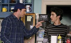 A cantankerous uncle and his disobedient nephew live in a room on top of a diner. It's a sentence that could warrant its own show, but, in reality, just describes the weird relationship between Luke Danes and Jess Mariano, two of Gilmore Girls'… Gilmore Girls Episodes, Gilmore Girls Seasons, Jess Gilmore, Rory And Jess, Luke And Lorelai, Milo Ventimiglia, Babette Ate Oatmeal, Girls Season 3, Scott Patterson